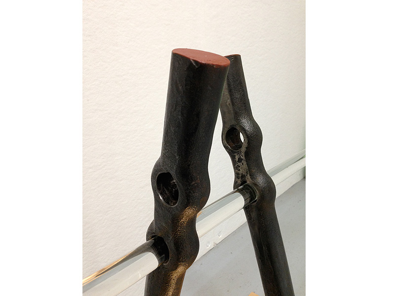 'TrustflagII' 2018-19 Forged steel, paint, wood, glas, copper leave 800/500/1000mm © Danny Vandeput